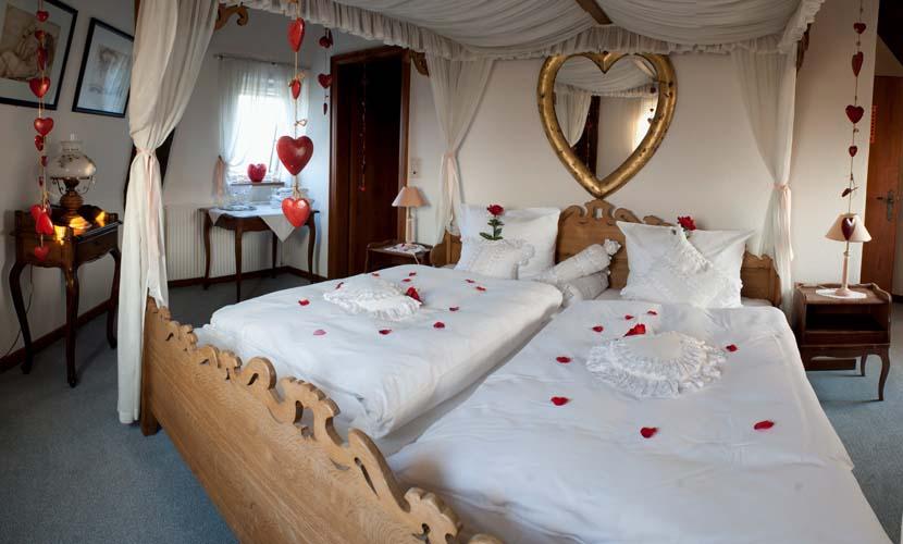 Hochzeitszimmer dekorieren - Hochzeit schlafzimmer dekorieren ...